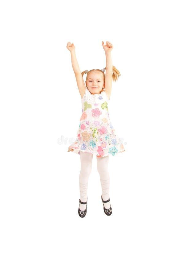 Petite fille heureuse sautant et montrant des pouces  images libres de droits