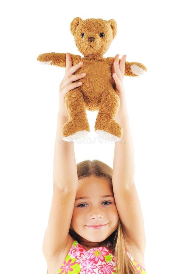 Petite fille jouant avec le jouet d'ours image libre de droits