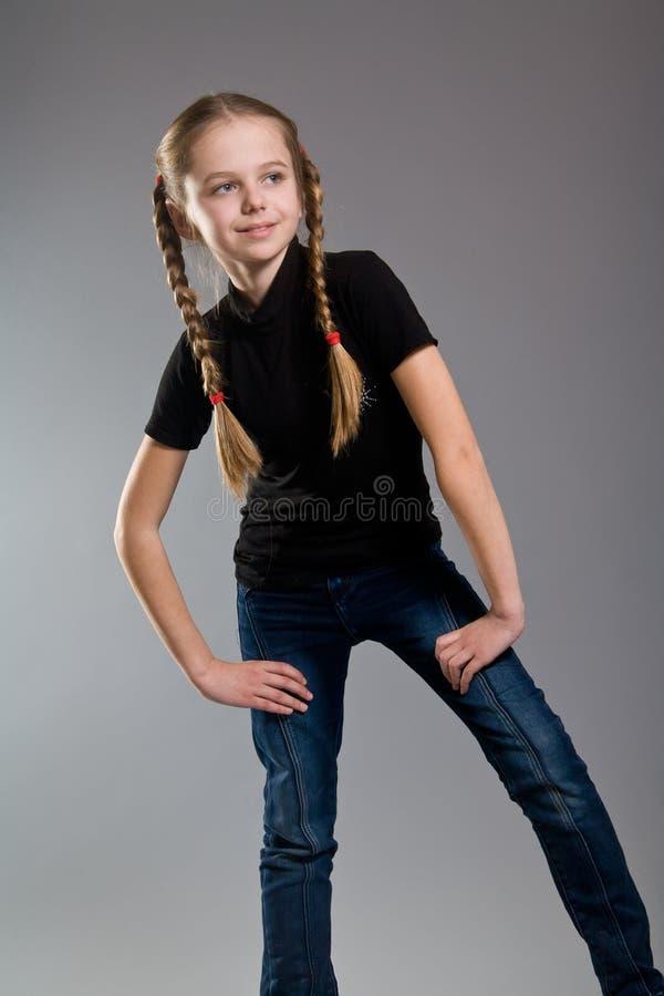 Petite fille mignonne avec des tresses photo libre de droits