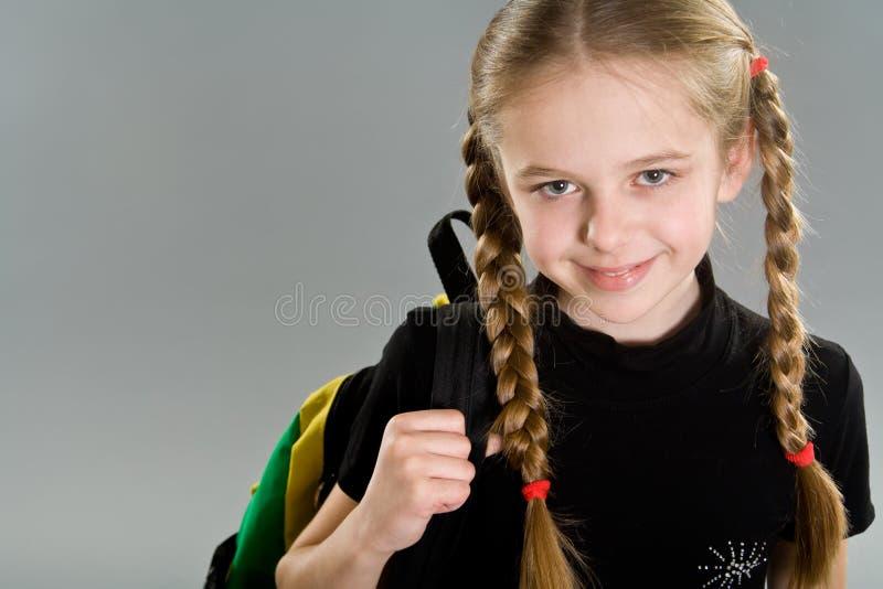 Petite fille mignonne avec le sac à dos photo libre de droits