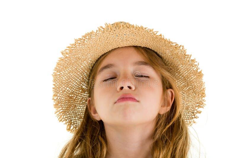 Petite fille mignonne rêvassant avec les yeux fermés photographie stock libre de droits