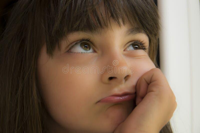 Petite fille pensante image libre de droits
