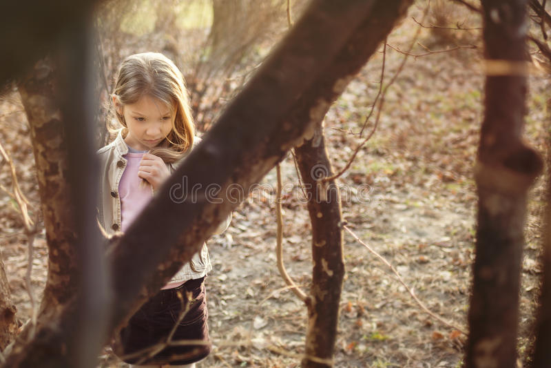 Petite fille perdue photo stock