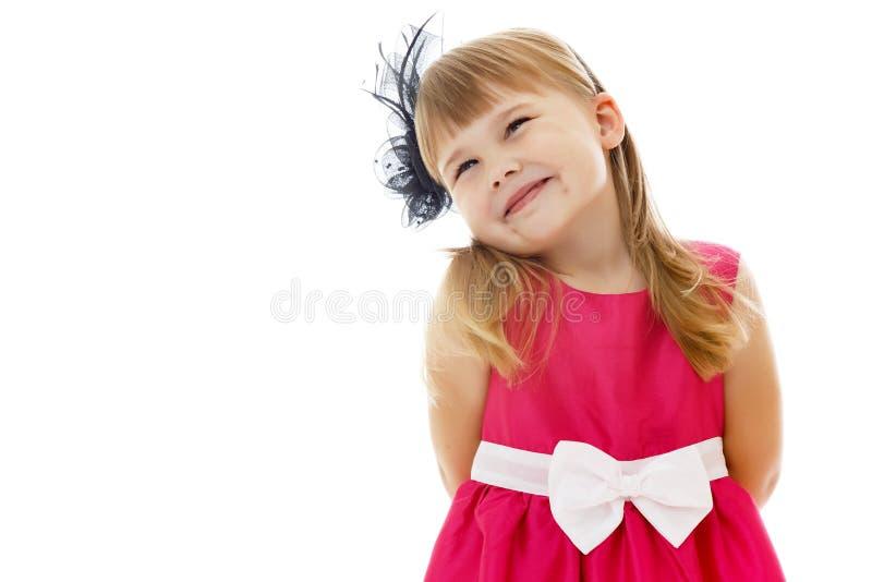 Petite fille posant dans le studio Plan rapproch? photo stock