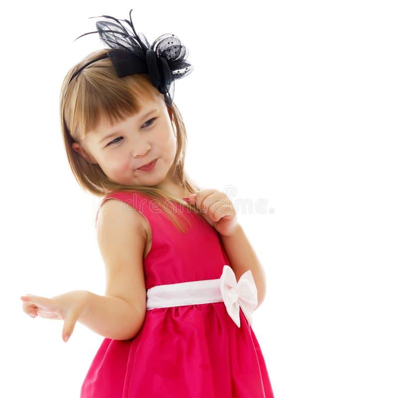 Petite fille posant dans le studio Plan rapproch? photographie stock libre de droits