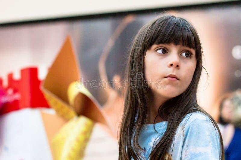 Petite fille sérieuse images libres de droits
