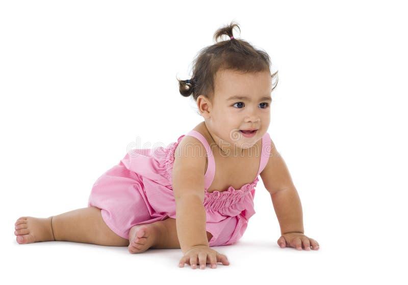 Petite fille s'asseyant sur l'étage photos stock