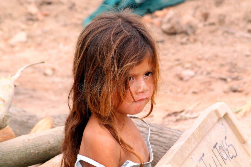 Petite fille sans abri image stock
