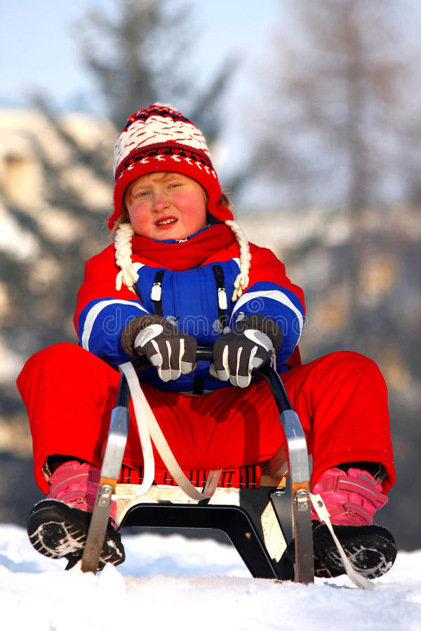 Petite fille sledding photo libre de droits