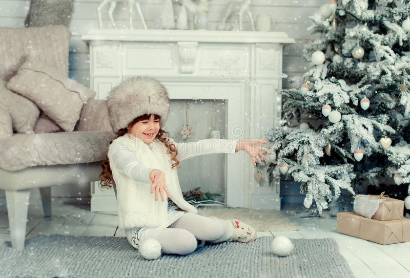 Petite fille sur Noël image stock