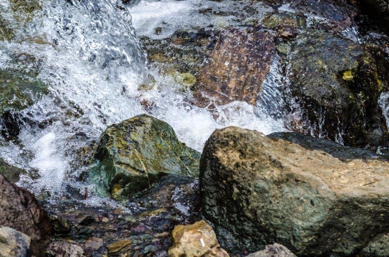 Petite fin de courant de montagne de cascade  image libre de droits