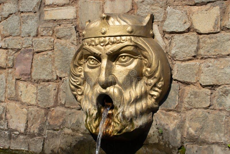 Petite forme architecturale de la tête de fontaine du roi photo libre de droits