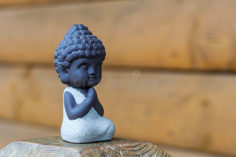 Petite image de statue de Bouddha utilisée comme amulettes de religion de bouddhisme Concept de méditation avec l'espace vide pou image libre de droits