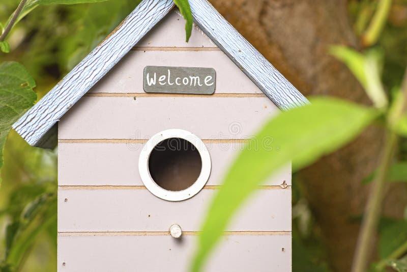 Petite maison d'oiseau photo stock