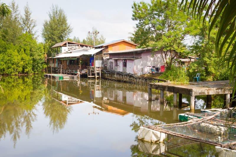Petite Maison De Village à L Eau Images libres de droits