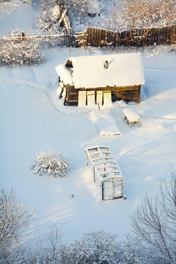 Petite maison sous la neige photos stock image 29443863 for B b la petit maison