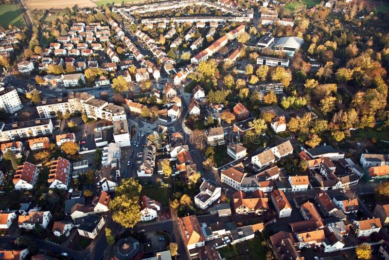 Petite petite ville allemande typique des bonames dans la vue d'oiseaux photographie stock