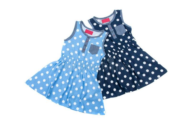 Petite robe bleue de point de polka deux pour des filles, d'isolement sur le fond blanc photographie stock libre de droits