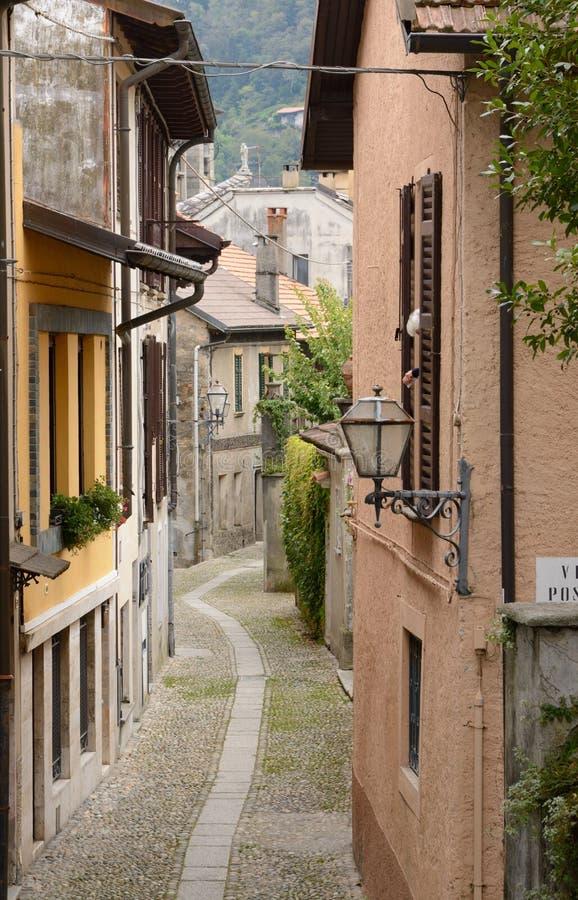Download Petite Rue Dans Cannobio, Italie Image stock - Image du galet, italie: 45358563