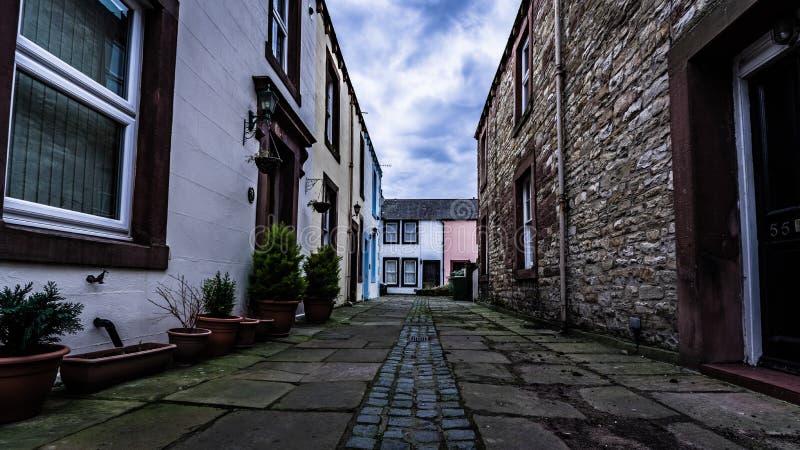Petite rue résidentielle tranquille dans Brampton, Cumbria photographie stock