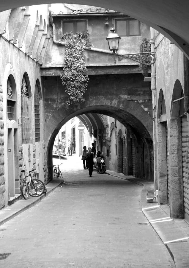 Petite rue toscane photographie stock libre de droits
