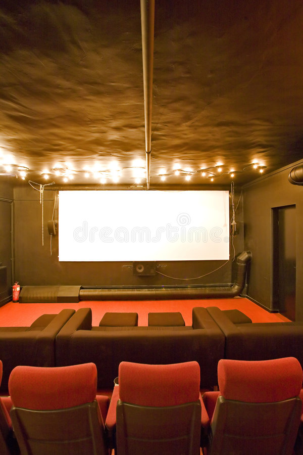 Petite salle vide de cinéma photo libre de droits