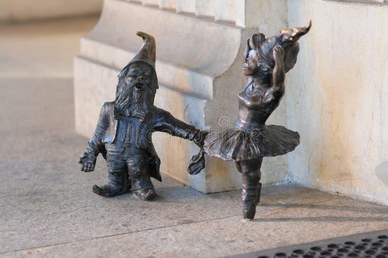 """Petite statue de Gnome de """"Balerina """"de nain sur la place du marché à Wroclaw image libre de droits"""
