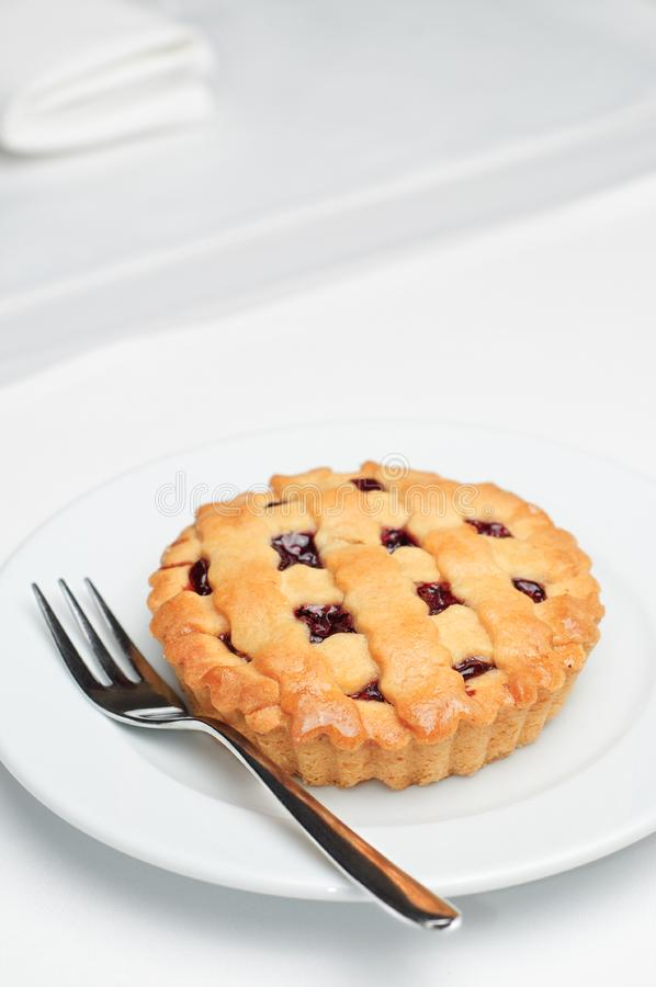 Petite tarte aux cerises photos stock