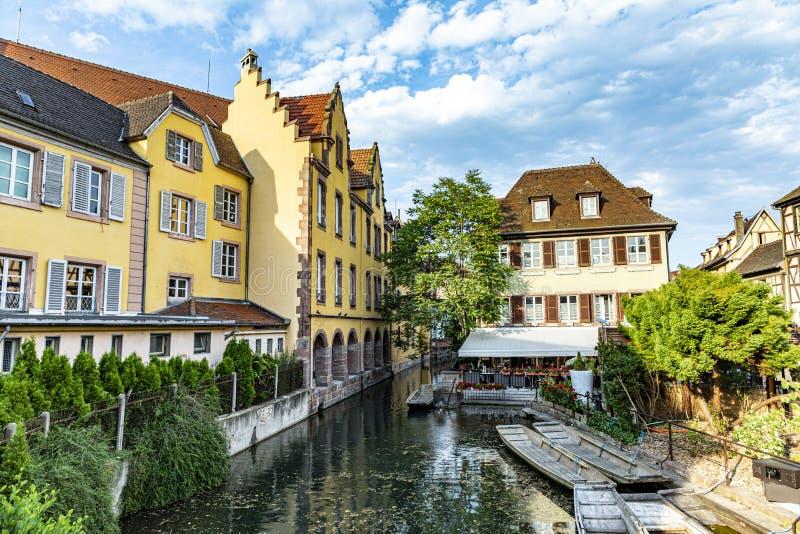 Petite Venise à Colmar avec de belles maisons à colombages image libre de droits