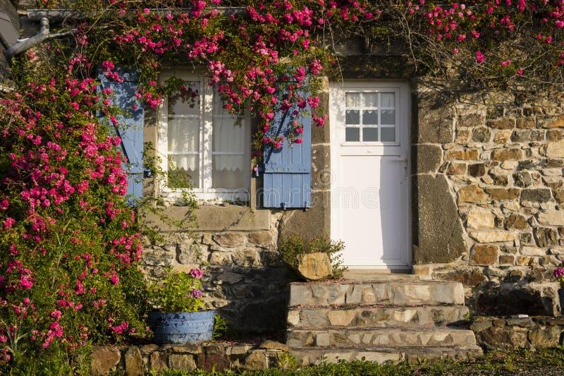 petite vieille maison bretonne photo stock image du obturateurs sunrise 38958178. Black Bedroom Furniture Sets. Home Design Ideas