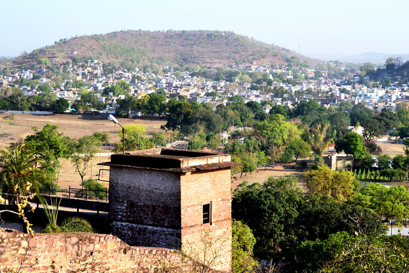 Petite ville de narsinghgarh de paysage, député britannique, Inde images stock