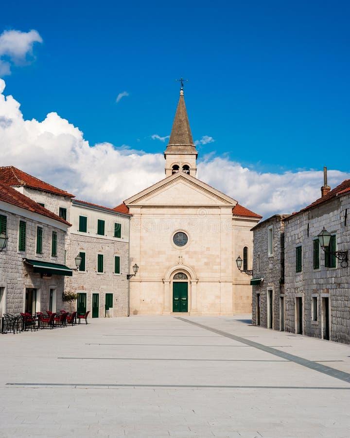 Petite ville méditerranéenne en Dalmatie du sud photos stock