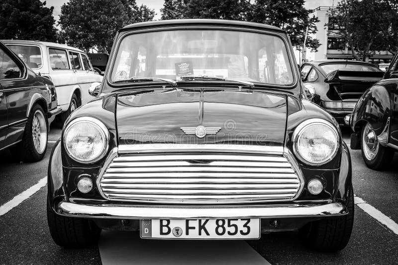 Petite voiture Austin Mini Cooper d'économie photographie stock