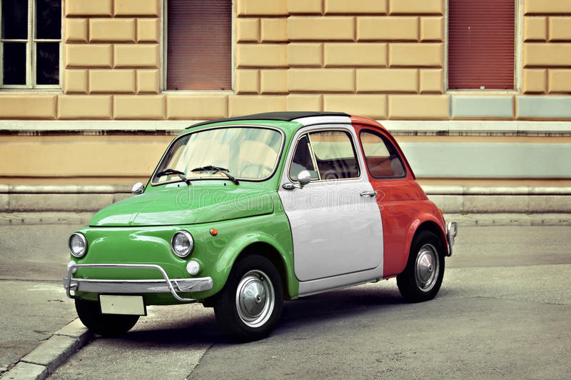 Petite voiture italienne de vintage photos libres de droits