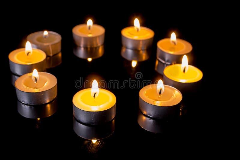 Petites bougies en cercle images libres de droits