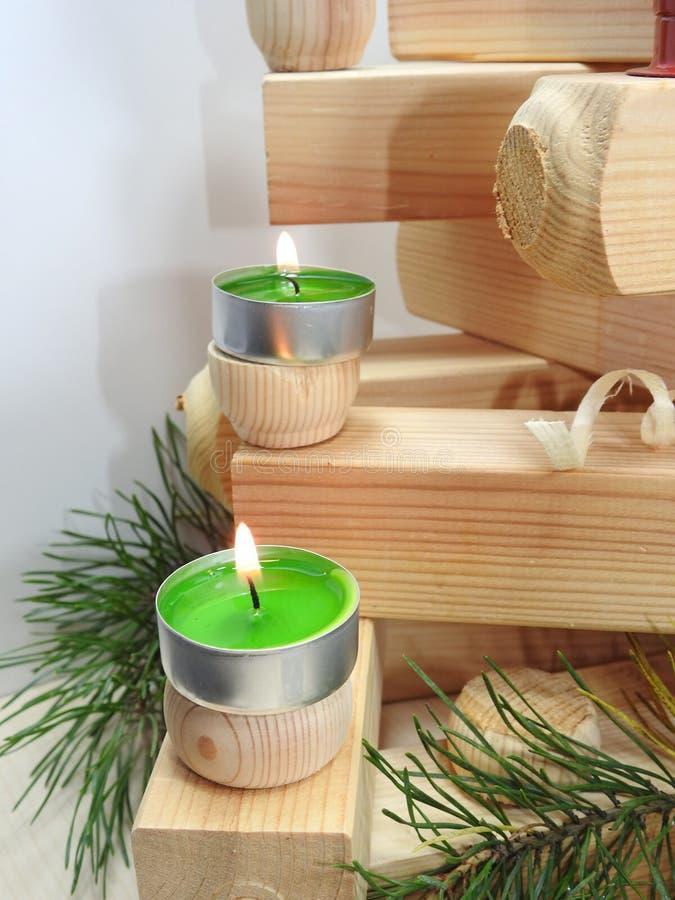 Petites bougies sur des conseils image stock