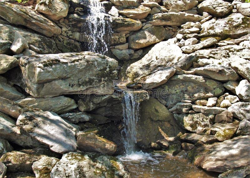 Petites cascades au parc d'état première génération de montagne photographie stock