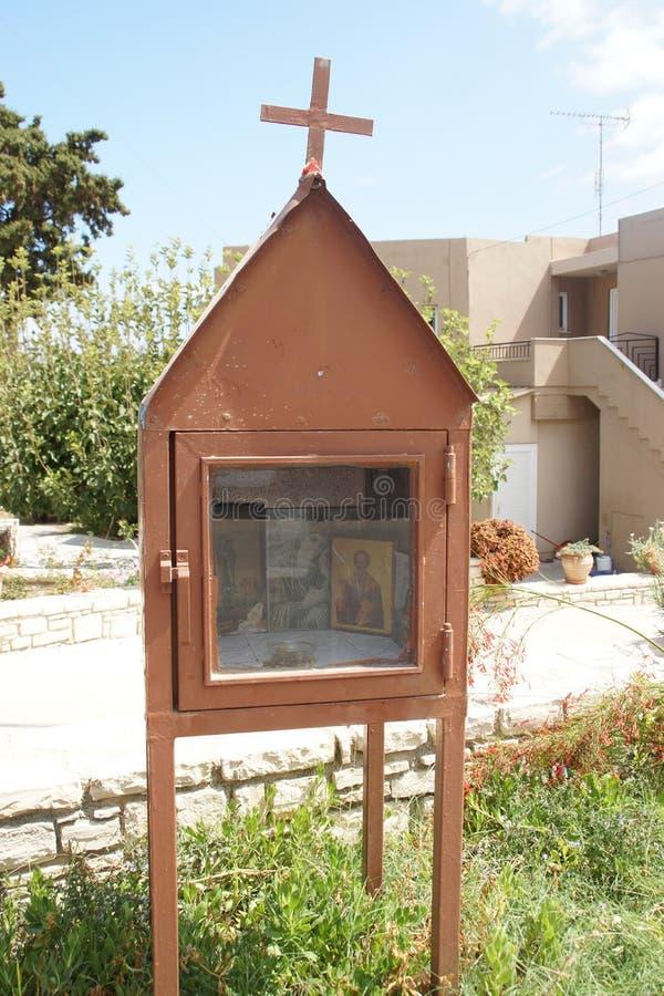 Petites chapelles construites le long de la route - Crète photo stock