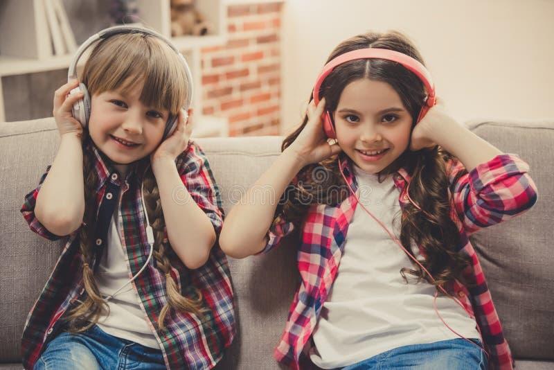 Petites filles avec du charme photos stock