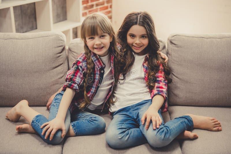Petites filles avec du charme photo libre de droits