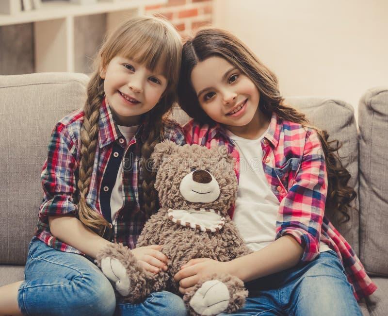 Petites filles avec du charme images stock