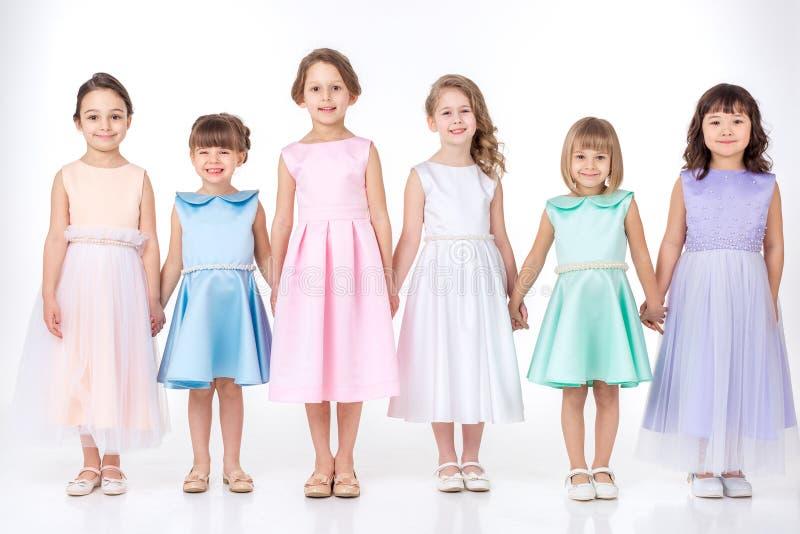 Petites filles dans des robes des princesses image libre de droits