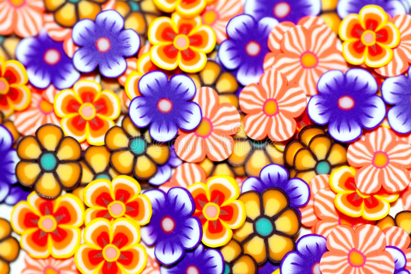 Petites fleurs colorées par fond photo libre de droits