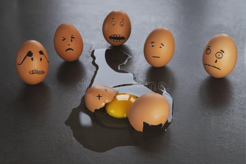 Petites histoires drôles d'oeuf de pâques, visages tirés par la main avec l'expression photographie stock