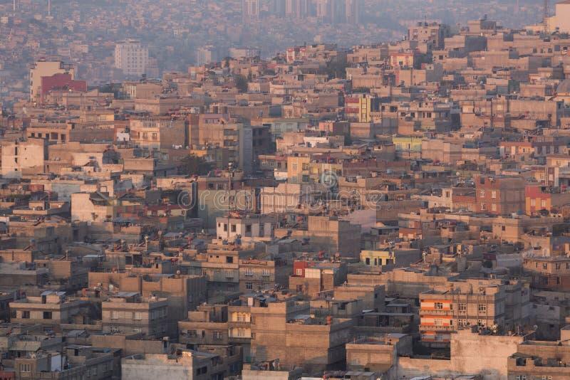 Petites maisons dans le quartier défavorisé photo libre de droits