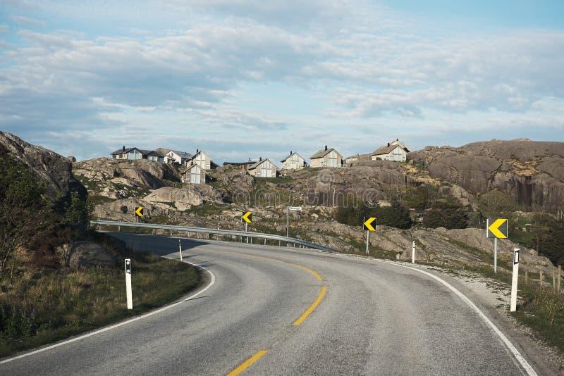 Petites maisons des montagnes de la Norv?ge images libres de droits