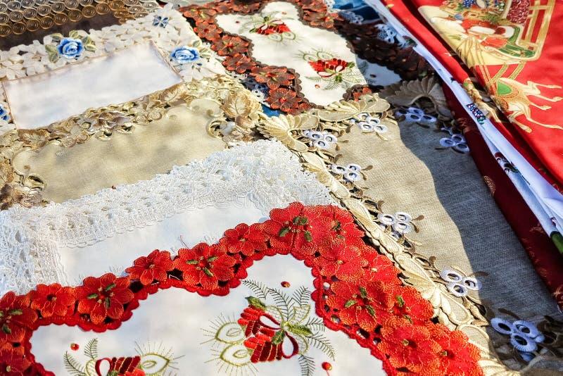 Petites nappes espagnoles décorées colorées faites main image libre de droits