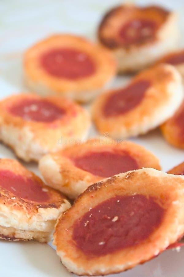 Petites pizzas de pâtisserie photographie stock