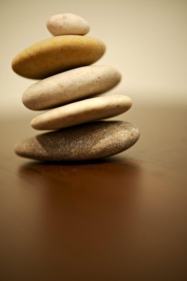 Petites roches d'équilibre photo libre de droits