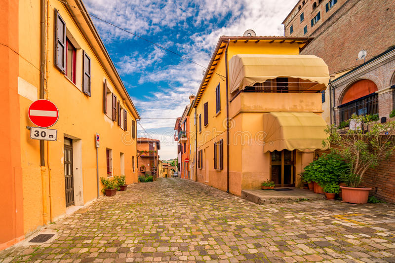 Petites rues d'un village de sommet photo stock